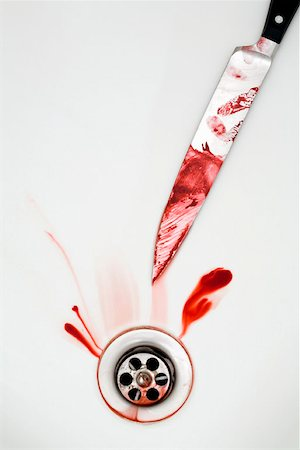 A knife with blood in the bath Stock Photo - Premium Royalty-Free, Code: 653-01697743
