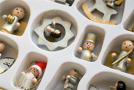 silver box - Christmas decorations in a box Stock Photo - Premium Royalty-Free, Code: 653-02002237