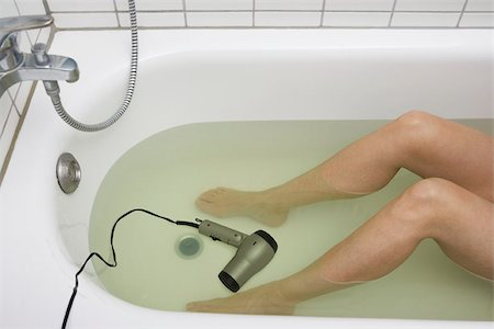 dangerous accident - A woman in a tub with a hairdryer in it Stock Photo - Premium Royalty-Free, Code: 653-02834207