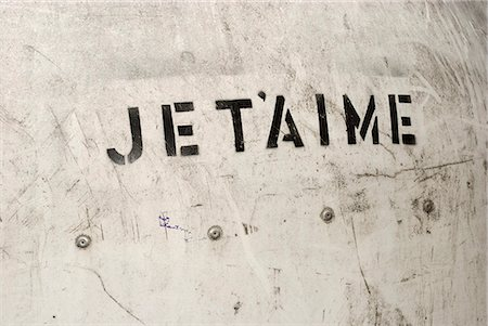 stencils - JE T'AIME stenciled on a wall Stock Photo - Premium Royalty-Free, Code: 653-03576233