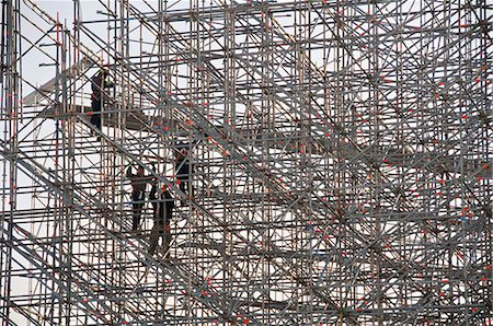 Constructions workers on scaffolding Stock Photo - Premium Royalty-Free, Code: 653-03576262