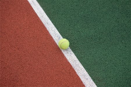 Tennis ball on the line close-up Foto de stock - Sin royalties Premium, Código: 653-03705815