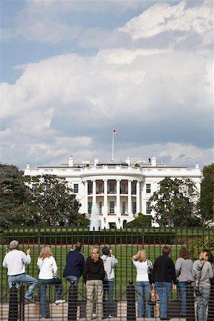 Tourists outside of the White House, Washington DC, USA Stock Photo - Premium Royalty-Free, Code: 653-03706767