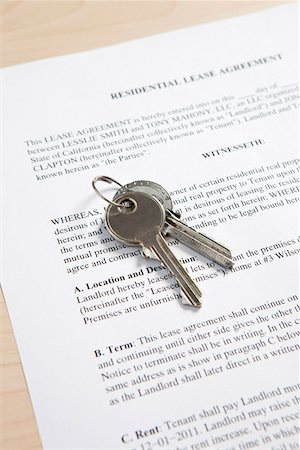 Keys and Lease Stock Photo - Premium Royalty-Free, Code: 653-03844401