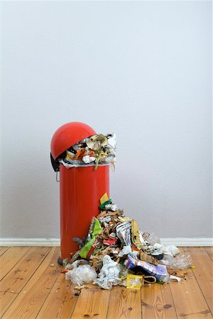 dirty - An overflowing garbage can of rotting food and recyclables Stock Photo - Premium Royalty-Free, Code: 653-03843809