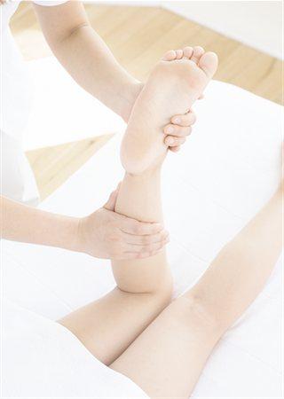 foot massage - Foot massage Stock Photo - Premium Royalty-Free, Code: 669-02107399