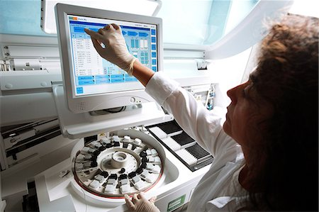 Biological research. Researcher programming a centrifuge. Stock Photo - Premium Royalty-Free, Code: 679-06199119