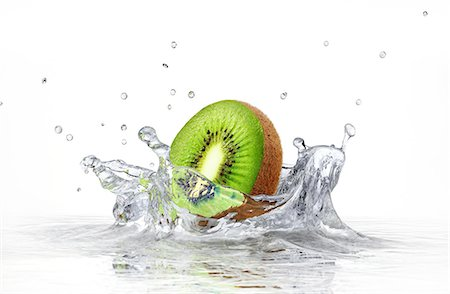 splash - Kiwi splashing into water, computer artwork. Stock Photo - Premium Royalty-Free, Code: 679-07604877