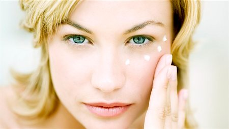 facial - Anti-wrinkle cream Stock Photo - Premium Royalty-Free, Code: 679-02995139