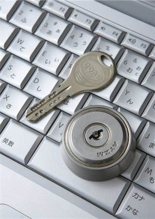 Computer keyboards with keyhole and key Stock Photo - Premium Royalty-Free, Code: 670-05652931