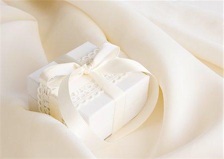 White gift box Stock Photo - Premium Royalty-Free, Code: 670-06451568
