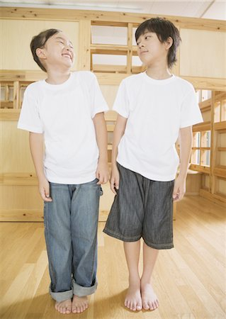 enemy - Elementary students comparing height Stock Photo - Premium Royalty-Free, Code: 670-02642710