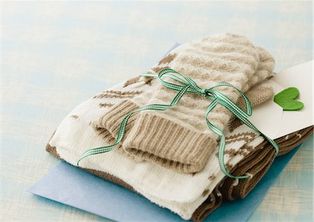 Gloves and muffler Stock Photo - Premium Royalty-Free, Code: 670-03734414