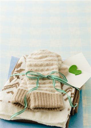 Gloves and muffler Stock Photo - Premium Royalty-Free, Code: 670-03734415