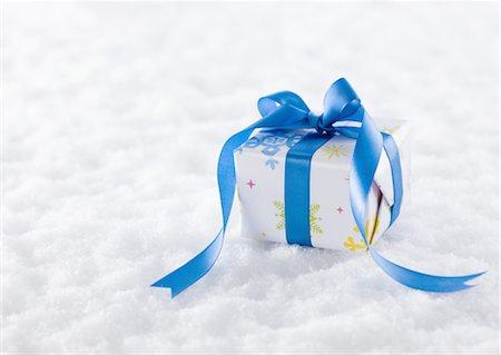 Gift box Stock Photo - Premium Royalty-Free, Code: 670-03734442