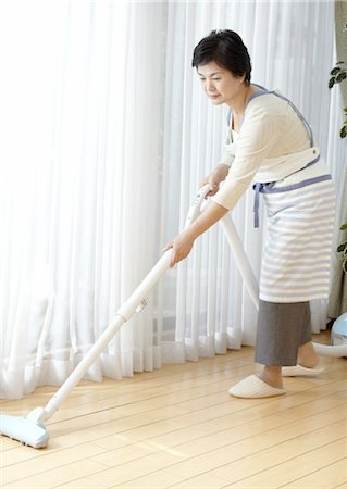 Woman vacuuming Stock Photo - Premium Royalty-Free, Code: 670-03885671
