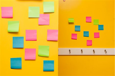 remembered - Yellow wall with colorful post-its Stock Photo - Premium Royalty-Free, Code: 673-06025435