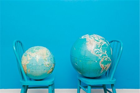 earth no people - Two globes placed on two chairs facing each other Stock Photo - Premium Royalty-Free, Code: 673-06025535