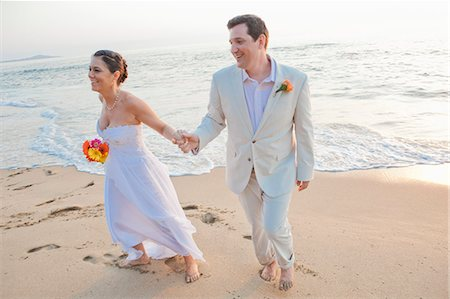 special event - Bridal couple laughing on beach Stock Photo - Premium Royalty-Free, Code: 673-06025624