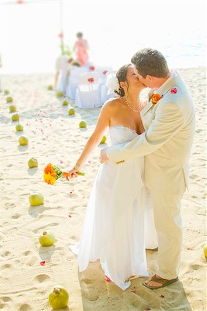 Bridal couple kissing on beach Stock Photo - Premium Royalty-Free, Code: 673-06025622