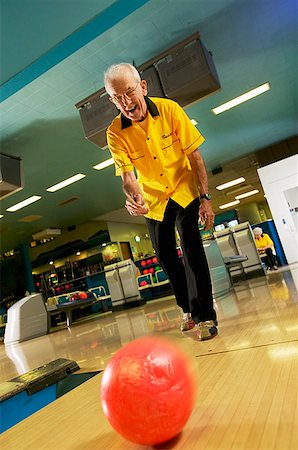 scoring - A senior man bowling Stock Photo - Premium Royalty-Free, Code: 673-02139191
