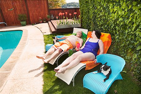 dog in heat - Couple relaxing on lawn chairs in backyard Stock Photo - Premium Royalty-Free, Code: 673-02142470