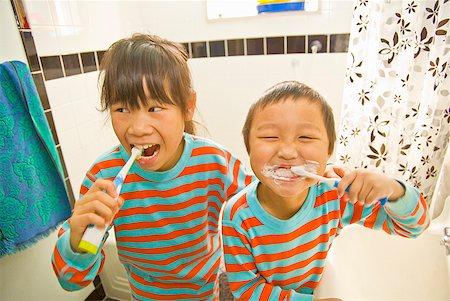 Asian siblings brushing teeth Stock Photo - Premium Royalty-Free, Code: 673-02143877
