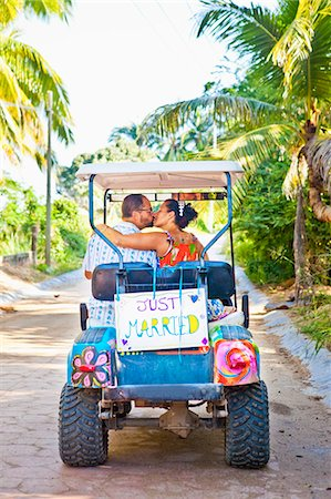 Couple on honeymoon in mexico Stock Photo - Premium Royalty-Free, Code: 673-03405639