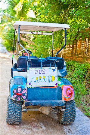 Golf cart with just married sign Stock Photo - Premium Royalty-Free, Code: 673-03405648