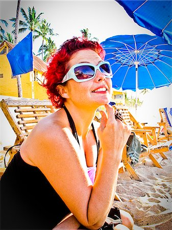 woman sitting at beach café Stock Photo - Premium Royalty-Free, Code: 673-03623183