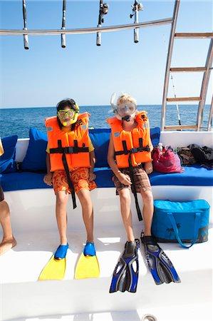 two children preparing to snorkle Stock Photo - Premium Royalty-Free, Code: 673-03826264