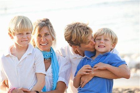 preteen kissing - portrait of family on beach Stock Photo - Premium Royalty-Free, Code: 673-03826437