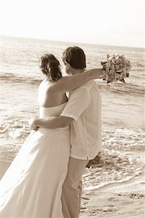 special event - bridal couple hugging on beach Stock Photo - Premium Royalty-Free, Code: 673-03826523