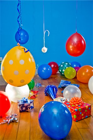 special event - room full balloons and gifts Stock Photo - Premium Royalty-Free, Code: 673-03826595