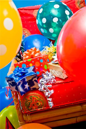 special event - red chair with gifts and balloons Stock Photo - Premium Royalty-Free, Code: 673-03826615