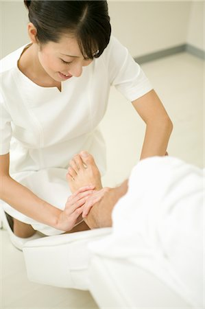 foot massage - Massage therapist applying foot massage Stock Photo - Premium Royalty-Free, Code: 685-03081853
