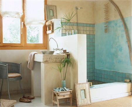 shower - Bathroom with shower Stock Photo - Premium Royalty-Free, Code: 689-05610383