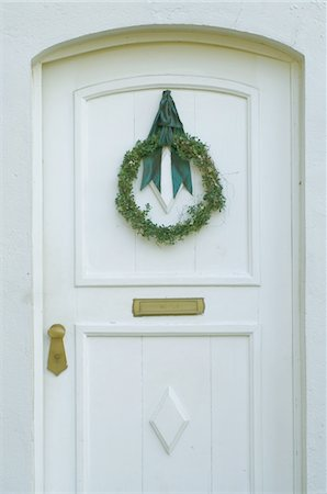 Front door with Christmas wreath Stock Photo - Premium Royalty-Free, Code: 689-05610641
