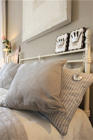 Pillows in bed Stock Photo - Premium Royalty-Free, Code: 689-05610729