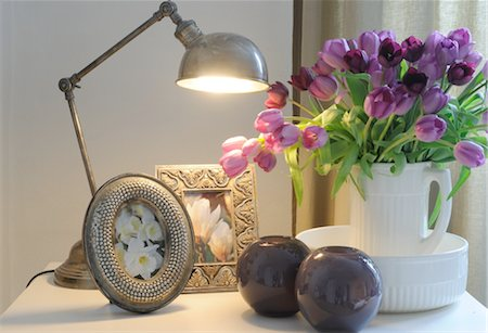 decorations - Lamp, bunch of flowers and pictures Stock Photo - Premium Royalty-Free, Code: 689-05610734