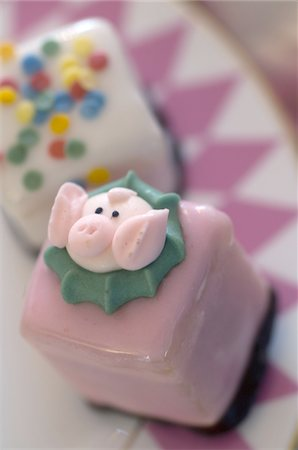 Confectionary with pig image Stock Photo - Premium Royalty-Free, Code: 689-05610844