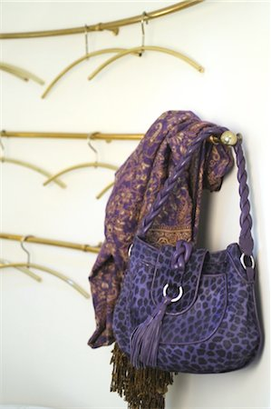 Lilac handbag with leopard print Stock Photo - Premium Royalty-Free, Code: 689-05610904
