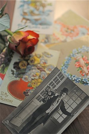 Historical photograph, flower and postcards Stock Photo - Premium Royalty-Free, Code: 689-05610912