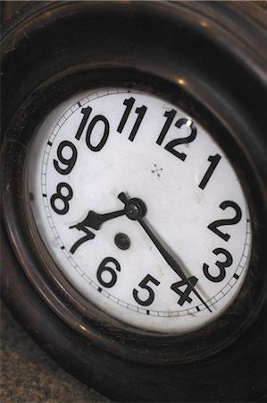 dependable - Clock face Stock Photo - Premium Royalty-Free, Code: 689-05611005
