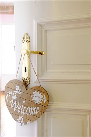 Welcome sign at door knob Stock Photo - Premium Royalty-Free, Code: 689-05611011