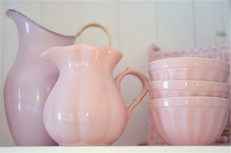 Porcelain jugs and bowls Stock Photo - Premium Royalty-Free, Code: 689-05611224