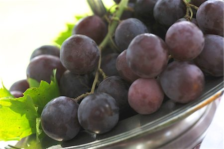Red grapes in bowl Stock Photo - Premium Royalty-Free, Code: 689-05611351