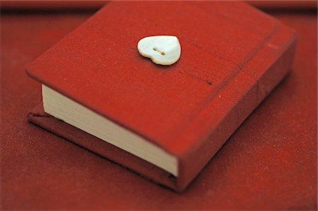 Red diary Stock Photo - Premium Royalty-Free, Code: 689-05611425