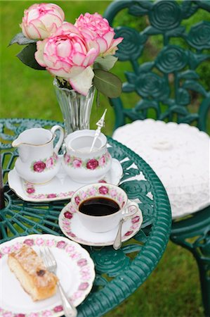 rose patterns - Coffee and cake on garden table Stock Photo - Premium Royalty-Free, Code: 689-05611857