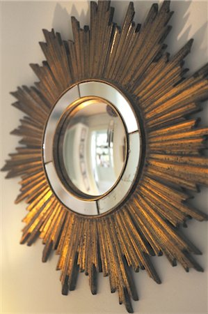 decorative - Round wall mirror Stock Photo - Premium Royalty-Free, Code: 689-05612113
